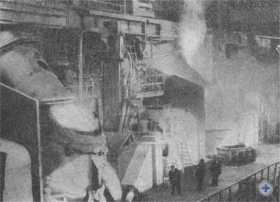 Конвертерный цех Днепропетровского металлургического завода им. Г. И. Петровского. 1977 г.