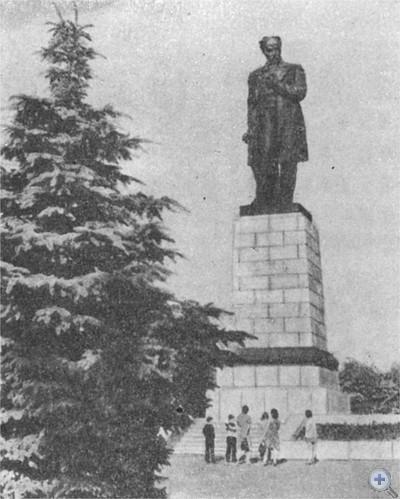 Памятник Т. Г. Шевченко в Днепропетровске. 1976 г.