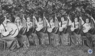 Ансамбль бандуристок музыкальной школы в селе Котовке. 1977 г.
