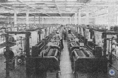 В одном из цехов Марганецкой лентоткацкой фабрики. 1975 г.