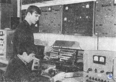 В лаборатории электротехники Марганецкого горного техникума. 1974 г.