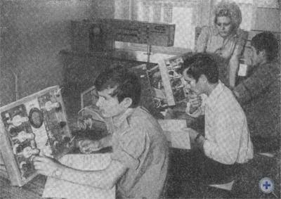 На занятиях в Новомосковском металлургическом техникуме. 1976 г.
