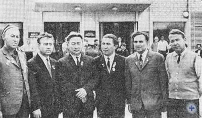 Делегация представителей братских республик — Туркменской, Таджикской и Киргизской в дни празднования 50-летия образования СССР. Пятихатки, 1972 г.