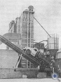 На хлебоприемном пункте станции Девладово. 1975 г.