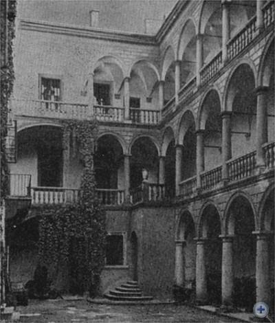 Внутренний дворик дома К. Корнякта, построенного на площади Рынок в 1580 году. Архитектор П. Римлянин. Львов, 1966 г.