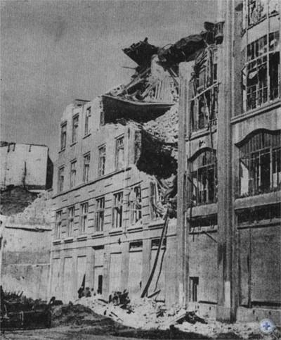 Жилой дом № 12 на улице Казимира, разрушенный немецко-фашистскими оккупантами при отступлении. Львов, август 1944 г.