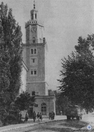 Памятник архитектуры XVII в.— ратуша в Самборе.