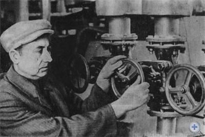 Оператор Самборского сахарного завода, кавалер ордена Ленина И. И. Козяк. 1975 г.