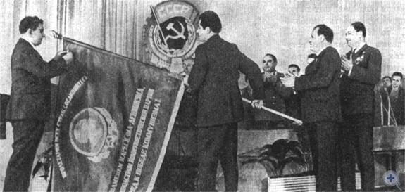 Вручение городу Николаеву ордена Трудового Красного Знамени. 1971 г.