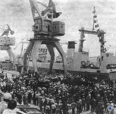 Торжественные проводы траулера «Московская олимпиада», построенного на Черноморском судостроительном заводе. 1980 г.