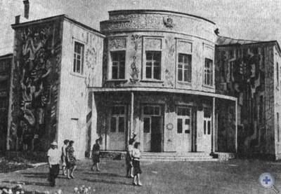 Дом культуры с. Слоут Глуховского района. 1979 г.