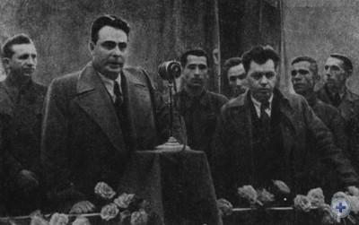Первый секретарь Запорожского обкома КП(б)У Л. И. Брежнев выступает на митинге в честь пуска цеха холодного проката листа на заводе «Запорожсталь». 1947 г.