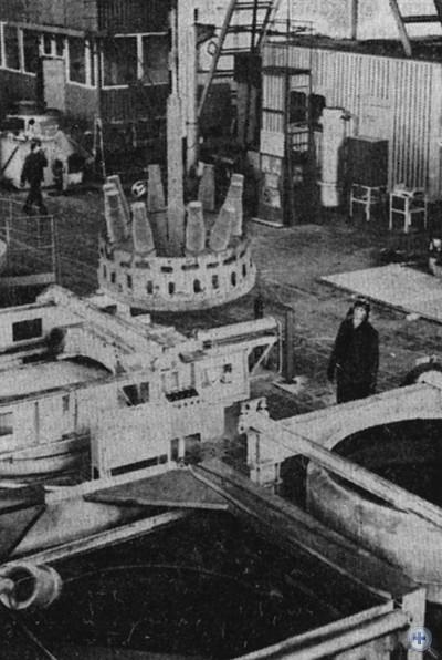 Один из высокомеханизированных участков Запорожского энергомеханического завода. 1980 г.
