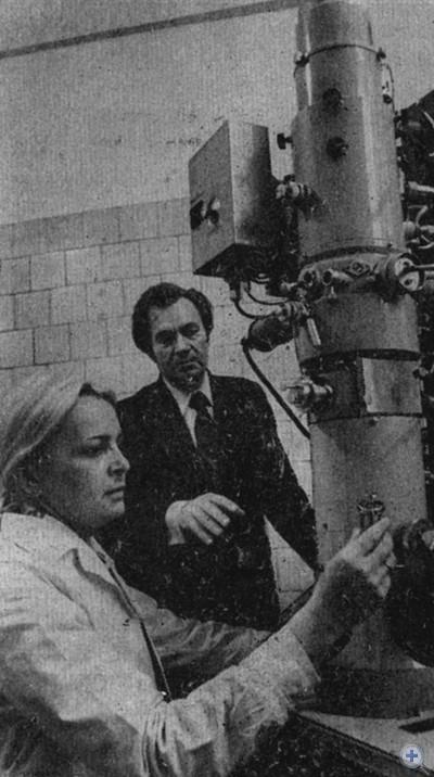 Исследование при помощи электронного микроскопа во Всесоюзном научно-исследовательском и проектном институте титана. Запорожье, 1979 г.