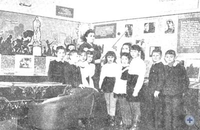 В музее В. Н. Сосюры. Северск, 1974 г.
