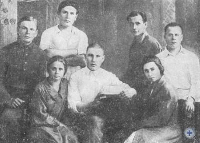 Группа комсомольцев, принимавших участие в создании колхоза «Червоні Маяки» в селе Маяки, 1929 г.