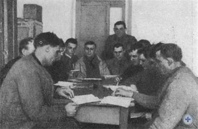 В начальной политшколе на заводе им. Г. И. Петровского. 1934 г.