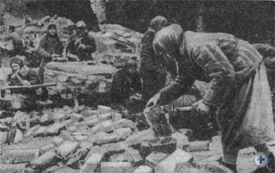 На восстановлении завода им. Г. И. Петровского. 1944 г.