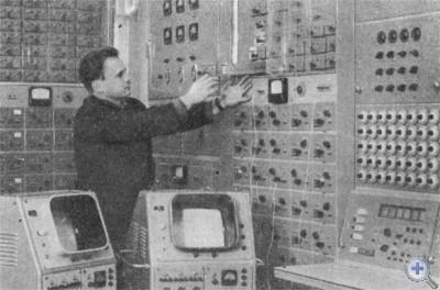 В лаборатории электронного моделирования научно-исследовательского института черной металлургии. Днепропетровск, 1977 г.