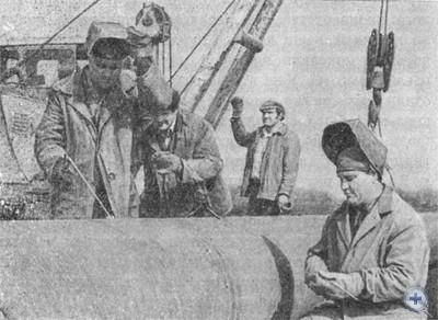 Монтаж трубопровода на полях птицесовхоза им. Карла Маркса. Марьянское, 1976 г.