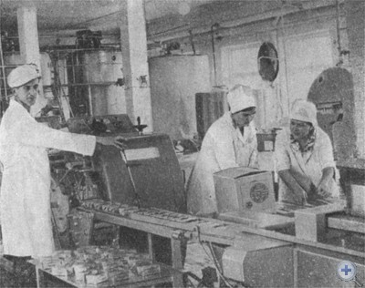 В маслоцехе Днепродзержинского гормолокозавода. 1976 г.