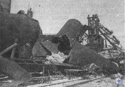Доменная печь № 2 Криворожского металлургического завода, взорванная немецко-фашистскими оккупантами.