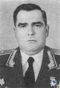 Герой Советского Союза генерал-лейтенант Г. Т. Василенко — уроженец Аулов. 1949 г.