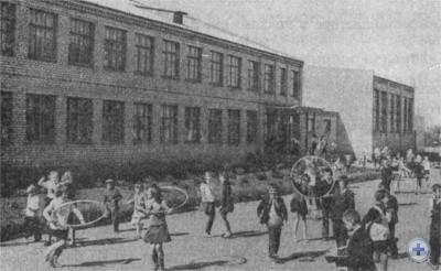 Школа в селе Лычкове. 1977 г.