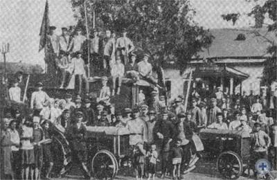 Первые тракторы в селе Василевке Новомосковского района. 1929 г.