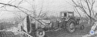 Обработка сада в Юрьевском колхозе «Заповіт Леніна». 1976 г.