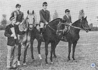 Спортсмены конного завода № 65. Вишневое, 1975 г.