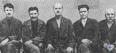 Группа бойцов красногвардейских отрядов сел Ордо-Василевки и Веселых Тернов. В центре — П. М. Кращенко.