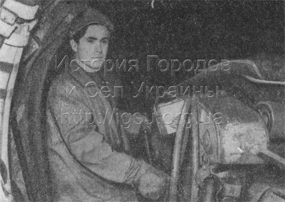 Рабочий очистного забоя шахты № 4—7 И. Н. Молодец, награжденный орденами Октябрьской Революции и Трудового Красного Знамени. Марганец, 1976 г.