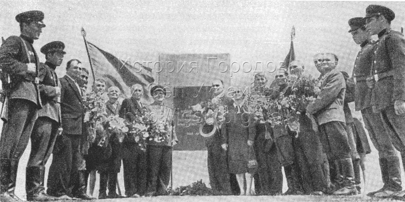 Бывшие бойцы 2-й Конной армии на кургане Вечной Славы. Шолохово, 1967 г.