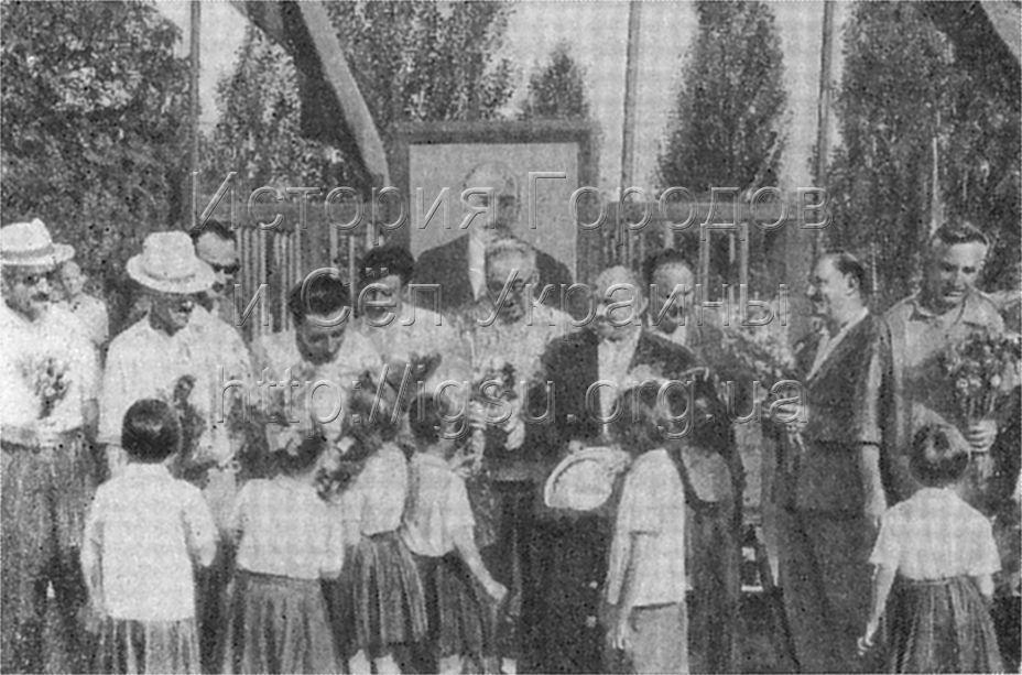 Грузинские горняки в гостях у пионеров лагеря «Чайка». Орджоникидзе, 1965 г.