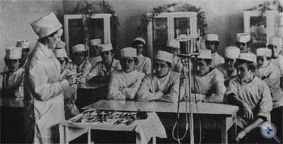 На занятиях в Самборском медучилище. 1975 г.